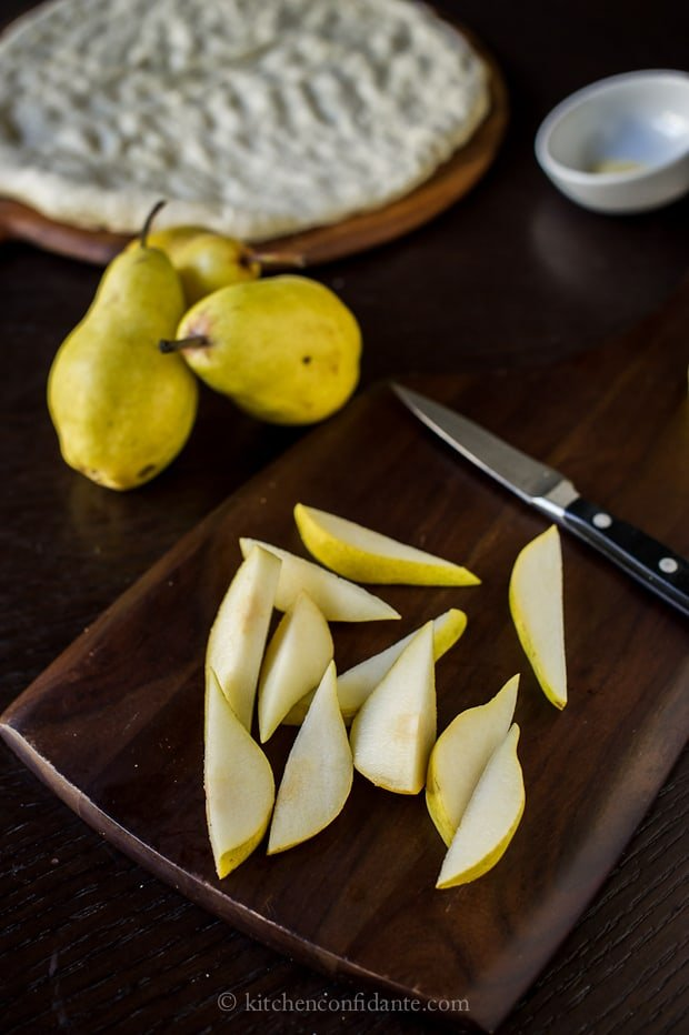 Pear & Walnut Gorgonzola Pizza | Kitchen Confidante | Pear Slices