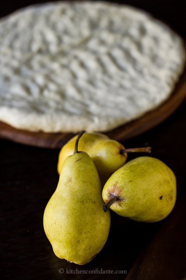 Pear & Walnut Gorgonzola Pizza | Kitchen Confidante | Pears