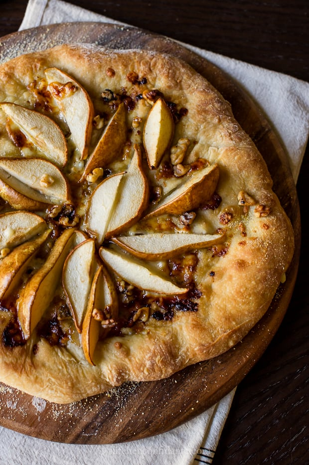 Pear &amp; Walnut Gorgonzola Pizza | Kitchen Confidante