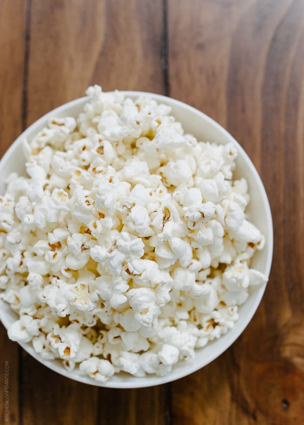 Popcorn Christmas Tree Place Cards DIY | www.kitchenconfidante.com | Popcorn makes for fun holiday decorating!