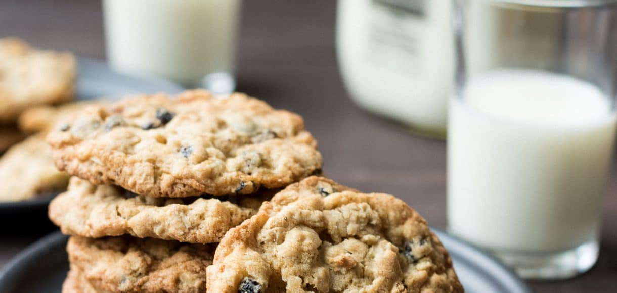 White Chocolate Chip and Currant Oatmeal Cookies | Kitchen Confidante