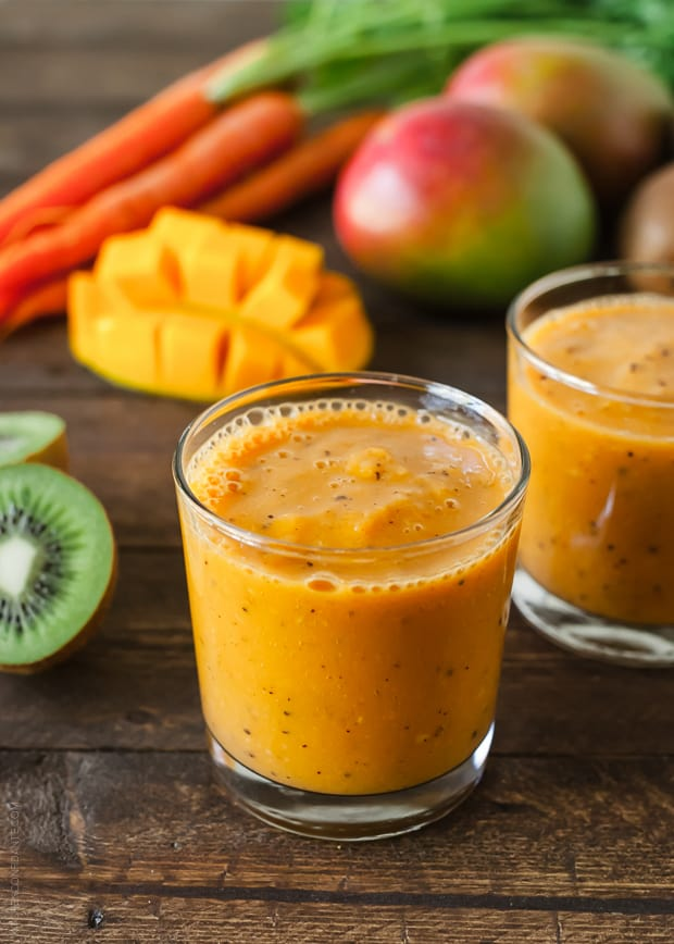 A Smoothie With Mango, Carrots, and Kiwi For Your Wellbeing