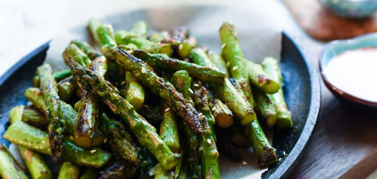 Hot Chili Blistered Asparagus with Sriracha Aioli is simply addictive! They're sure to please a crowd, whether served as an appetizer or a spicy snack