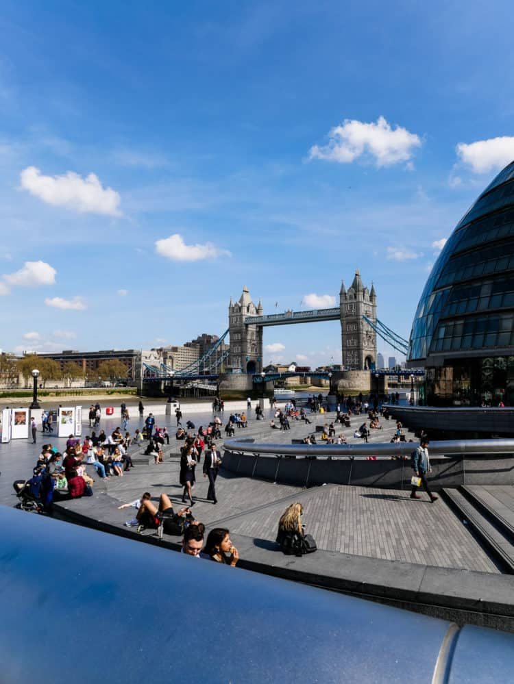 Join me for a family guide to traveling to London. Find places to stay, savor and play!