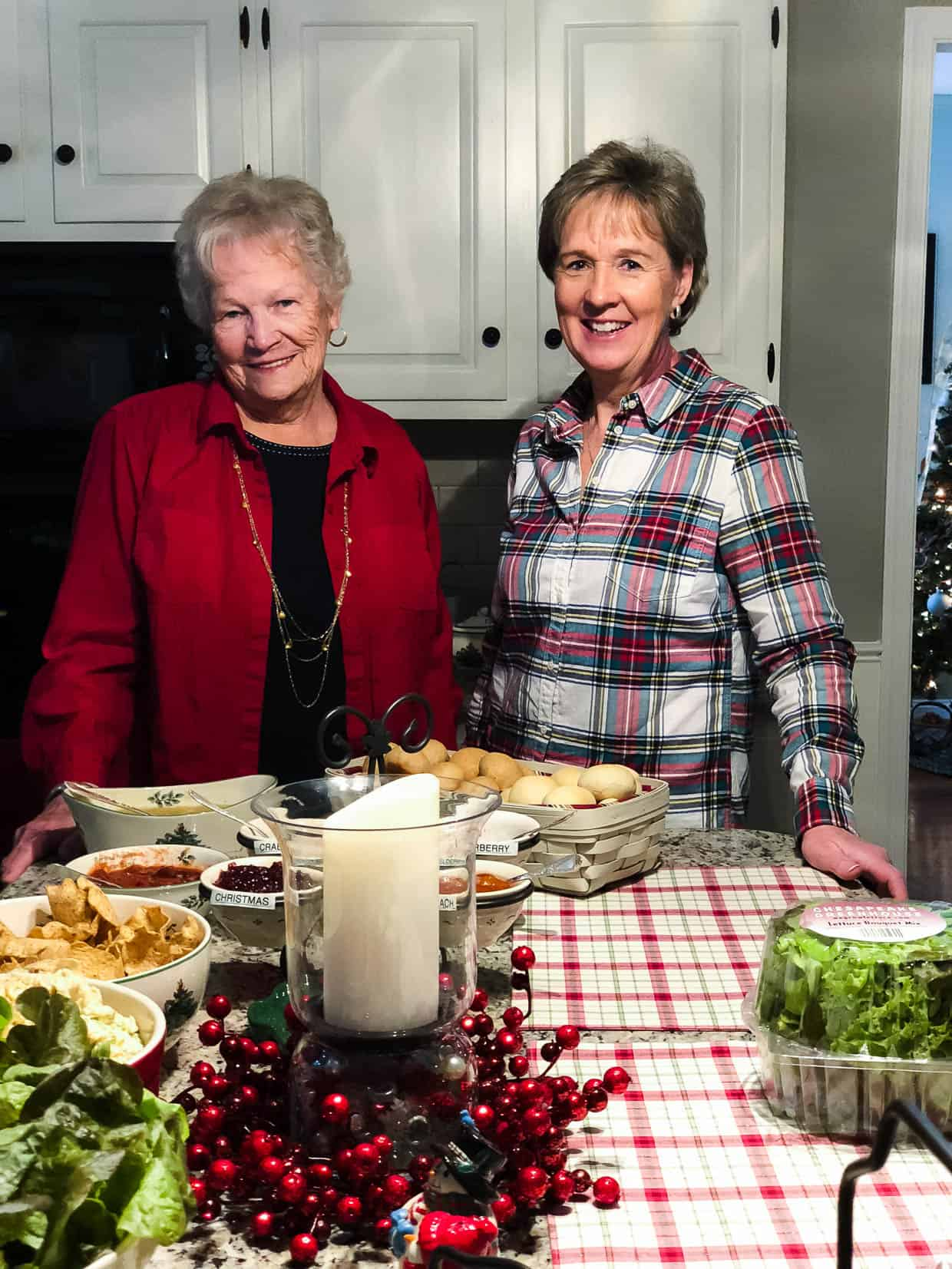 The hospitality Jenny Rhodes and her mom shared during a Chicken Check In was heartwarming. #sponsored by National Chicken Council