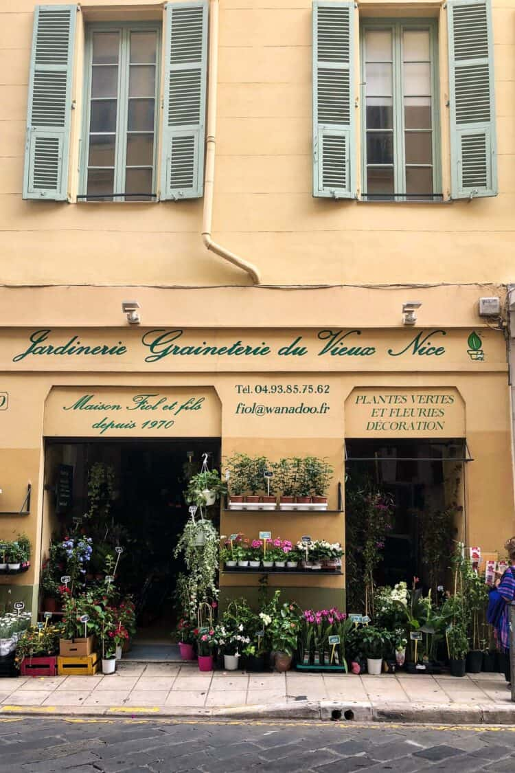 Flower shop in Old Town Nice, France // Nice Travel Guide