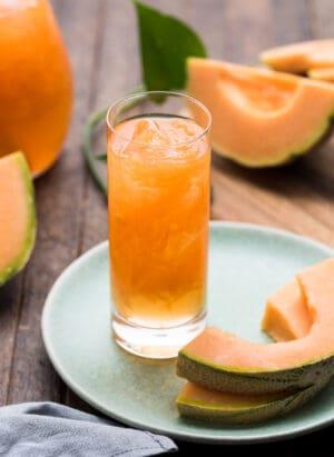 Cantaloupe Juice (Filipino Melon sa Malamig) with slices of melon.